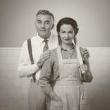 Couples heureux de vintage à la maison photographie stock libre de droits