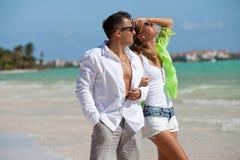 Couples heureux des vacances d'été Photographie stock