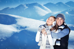 Couples heureux des vacances d'hiver Photo libre de droits
