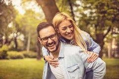 Couples heureux en nature Images libres de droits