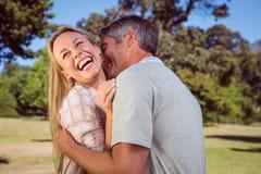Couples heureux en stationnement Image libre de droits