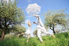 Couples heureux extérieurs Photo stock