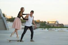 Couples heureux la datte photo libre de droits