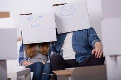 Couples heureux pendant le retrait Photographie stock libre de droits