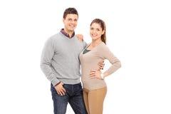 Couples heureux posant ensemble Photo stock