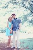 Couples heureux romantiques dans l'amour, date, romance, épousant - concept Photographie stock libre de droits