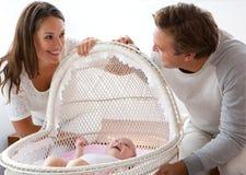 Couples heureux souriant avec le premier enfant Photos stock