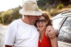 Couples heureux souriant et ayant l'amusement Photographie stock