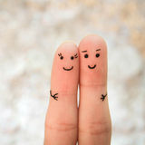 Couples heureux Un homme et une étreinte de femme Image libre de droits