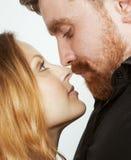 Couples, homme et femme tendres de jeunes dans l'amour Photos stock