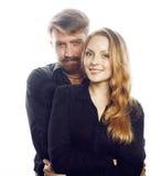 Couples, homme tendre et femme de jeunes dans l'amour d'isolement sur la fin de blanc embrassant duper de sourire autour Photo libre de droits