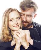 Couples, homme tendre et femme de jeunes dans l'amour d'isolement sur le blanc, dupant autour le vrai mariage moderne de hippie Photographie stock