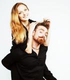 Couples, homme tendre et femme de jeunes dans l'amour d'isolement sur le blanc, FO Images libres de droits