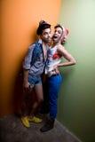 Couples homosexuels attrayants dans le vêtement génial Image stock