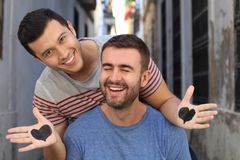 Couples homosexuels montrant leur amour pur Photo stock