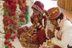 Couples indiens heureux photo stock