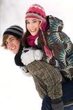 Couples jouant dans la neige Photos libres de droits