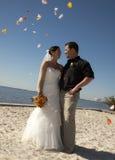 Couples juste mariés Photographie stock libre de droits
