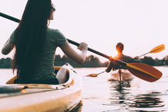 Couples kayaking Photos stock