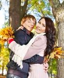 Couples l'automne de datte extérieur. Photographie stock