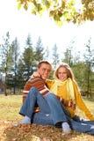 Couples à l'extérieur Photographie stock libre de droits