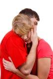 Couples La femme est triste et étant consolée par son associé Photo stock