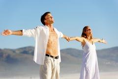 Couples libres de tension jeunes Images stock