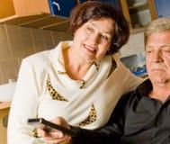 Couples mûrs à la maison Photo stock