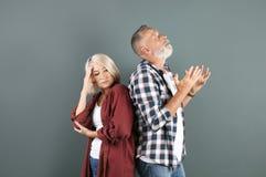 Couples mûrs ayant l'argument photo libre de droits