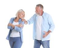 Couples mûrs ayant l'argument photos libres de droits