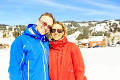Couples mûrs dans les Alpes autrichiens Images libres de droits