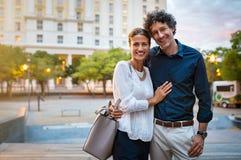 Couples mûrs romantiques dans l'amour image stock