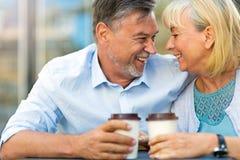 Couples mûrs au café Photographie stock libre de droits