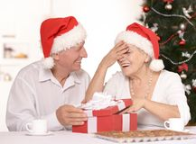 Couples mûrs célébrant la nouvelle année Photos libres de droits