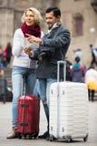 Couples mûrs de touristes extérieurs Photographie stock