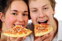 Couples mangeant de la pizza Images libres de droits