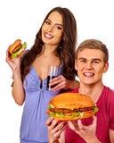 Couples mangeant des aliments de préparation rapide Hamburger de festin d'homme et de femme Photo libre de droits
