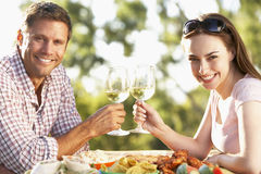 Couples mangeant un repas de fresque d'Al Photo stock