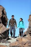 Couples marchant en nature Images libres de droits