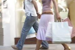Couples marchant par la mémoire Images stock