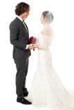Couples mariés d'amour perdus dans l'un l'autre Photo stock
