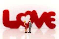 Couples miniatures, amour de confession entre les hommes et femmes, texte LO Photo stock