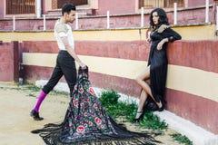 Couples, modèles de mode, dans une arène Images stock