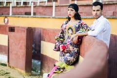 Couples, modèles de mode, dans une arène Photos libres de droits
