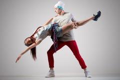 Couples modernes de danseurs Photo stock