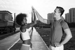 Couples multi-ethniques sur pulser Image libre de droits