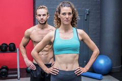 Couples musculaires regardant l'appareil-photo Images stock