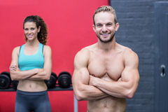Couples musculaires regardant l'appareil-photo Photo stock
