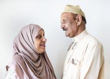 Couples musulmans supérieurs à la maison Image stock
