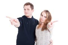 Couples ne posant et montrant aucun geste Photos stock